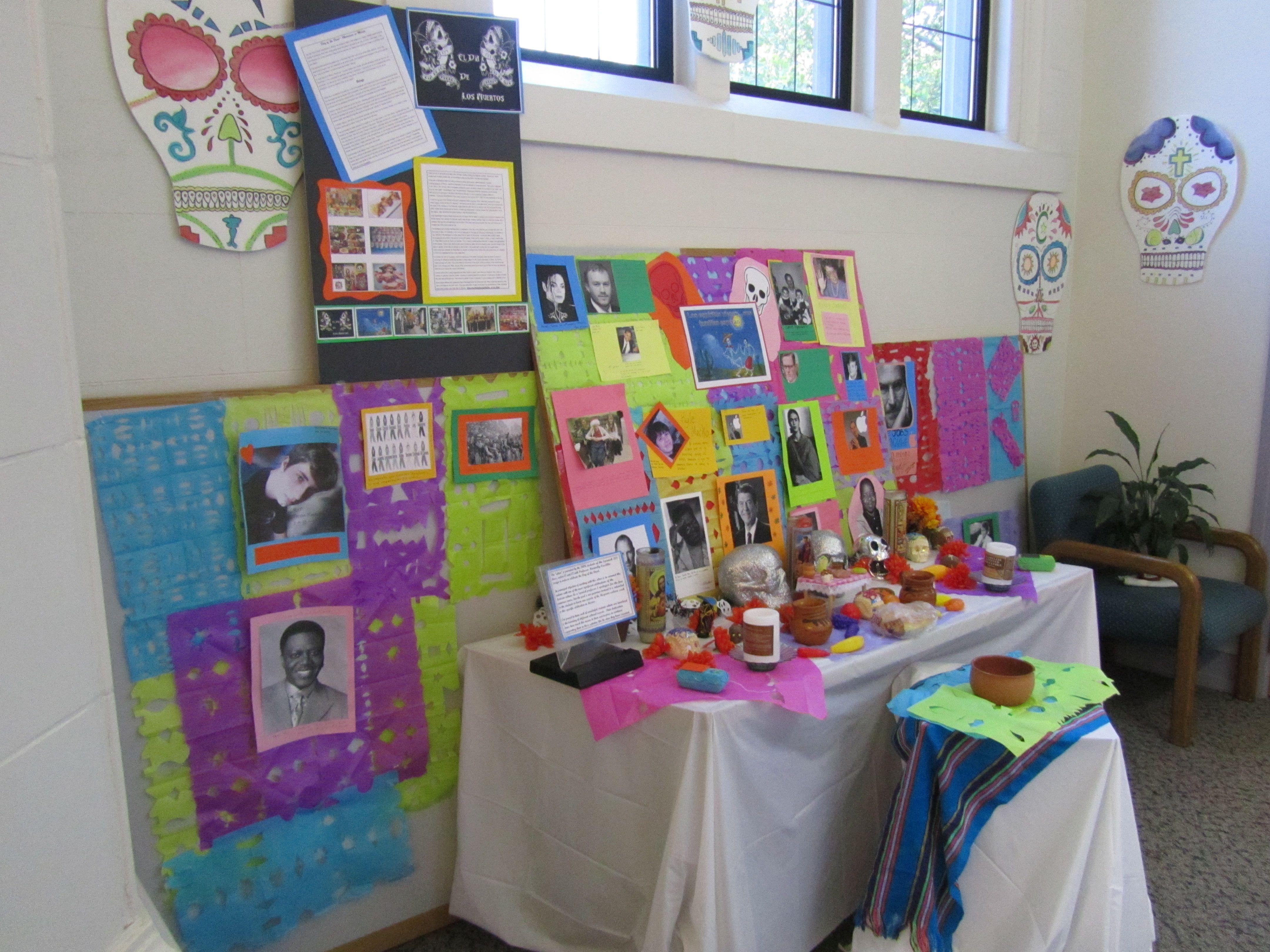 el altar de la clase de la profesora Castillo.